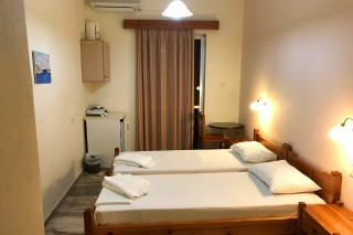 twin room neapolis apartments bed